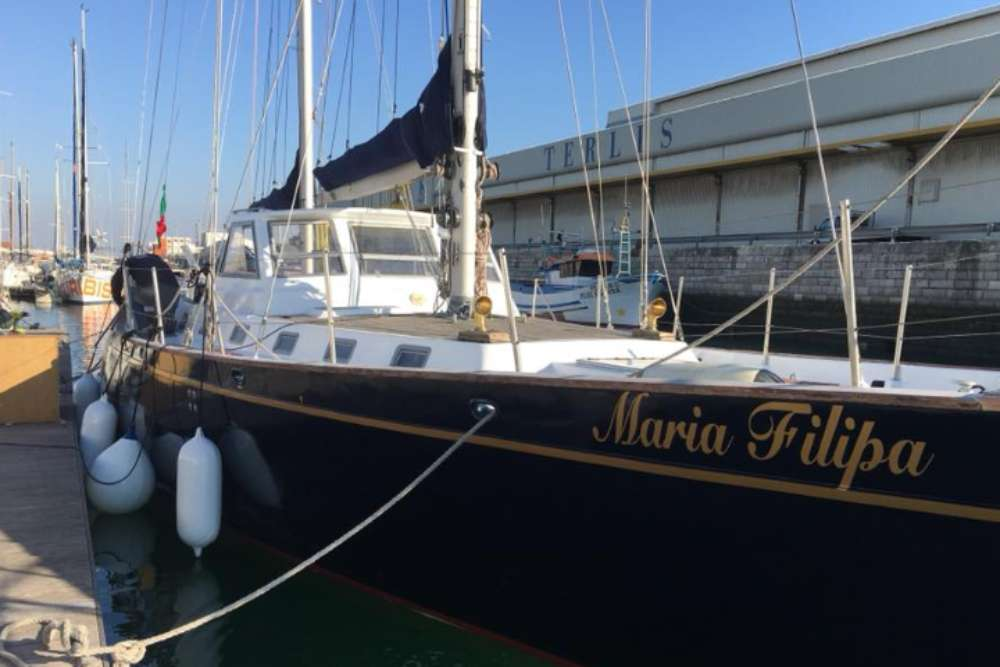 Lisbon Private Yacht Hire - Up To 16 Guests