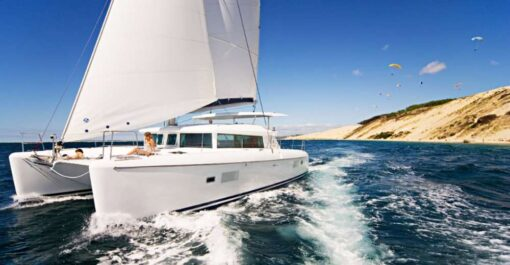 Catamaran Up 18 Guests Cascais