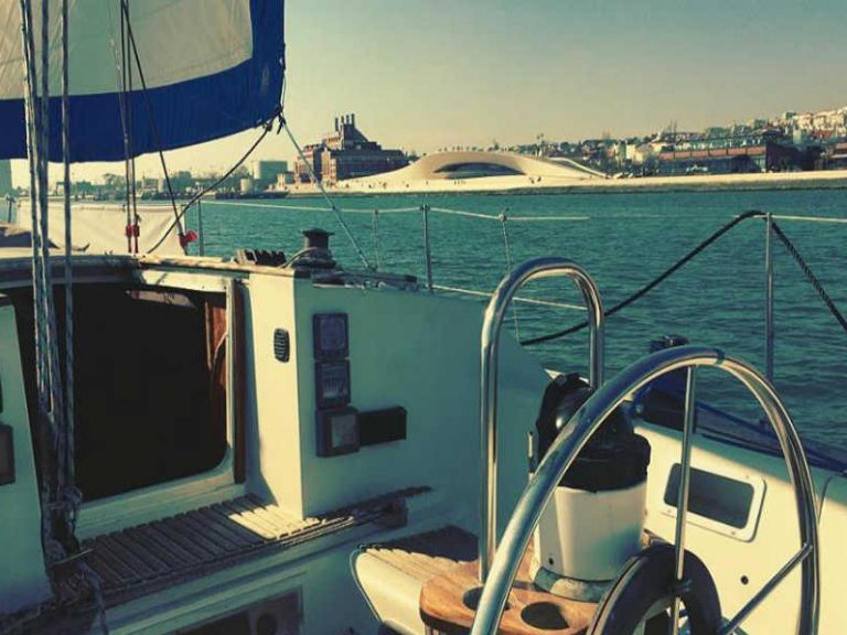 Small Sail Yacht Lisbon to hire