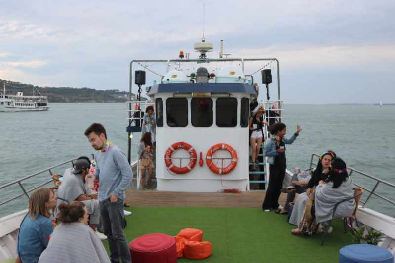 Large Boat Cruise Lisbon 1 to 80 Guests