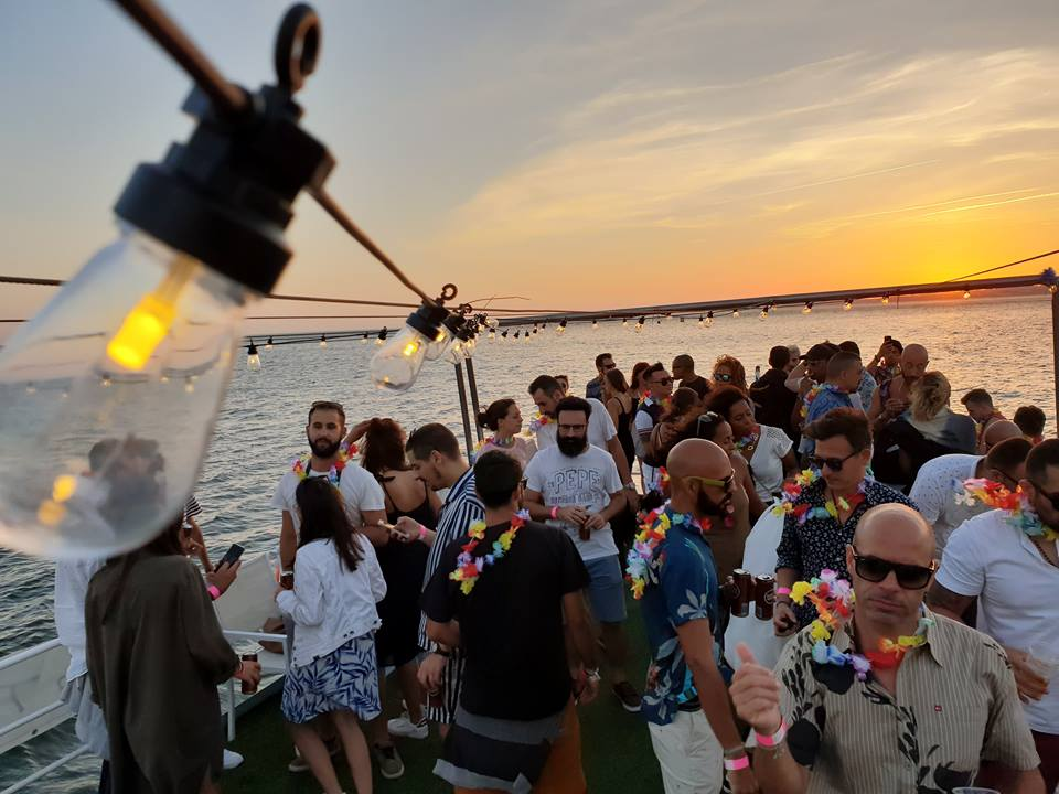private boat party with DJ Lisbon - Activities in Portugal